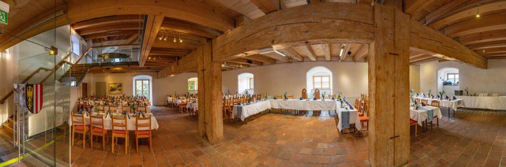 Burg-Frauenstein-Salzstadl_Hochzeit_Saal_Feier_20190816 (8)