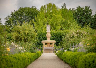 Stift Reichersberg Herrengarten Brunnen