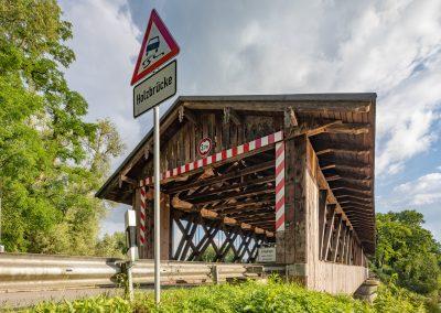 Neuhaus Holzbrücke Rott schräg